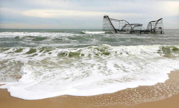Amusement Park Ride「Recovery Continues Two Weeks After Superstorm Sandy」:写真・画像(12)[壁紙.com]
