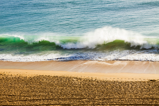 Wave「打ち寄せる波は、ビーチで」:スマホ壁紙(3)