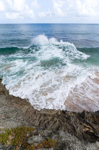波「Waves breaking on beach, Barbados」:スマホ壁紙(7)