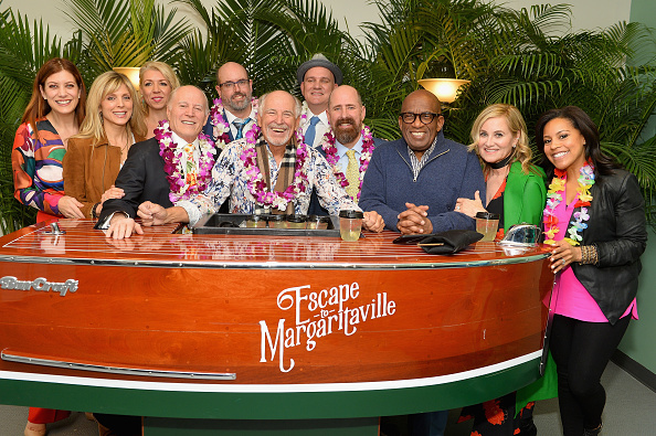 Kelly public「Jimmy Buffett and Cast of Escape to Margaritaville Celebrate Broadway Opening」:写真・画像(3)[壁紙.com]