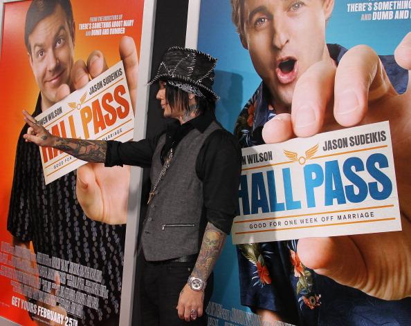 "Hall Pass - Film Title「Premiere Of Warner Bros. ""Hall Pass"" - Arrivals」:写真・画像(11)[壁紙.com]"