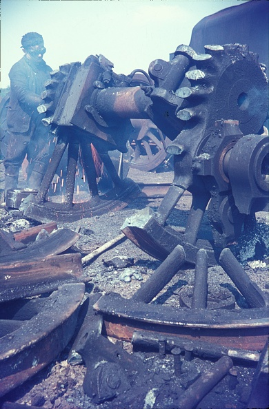 Branch - Plant Part「Cutting up Stanier Black 5 Class 4-6-0s in 1968 at Cohen's scrapyard located near Kettering on the former ironstone branch to Loddington.」:写真・画像(9)[壁紙.com]