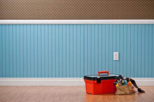 Baseboard「Toolbox & Toolbelt In Empty Room」:スマホ壁紙(18)
