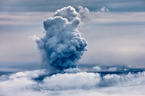 Active Volcano「Grimsvotn Volcanic Eruption in the Vatnajokull Glacier, Iceland」:スマホ壁紙(8)