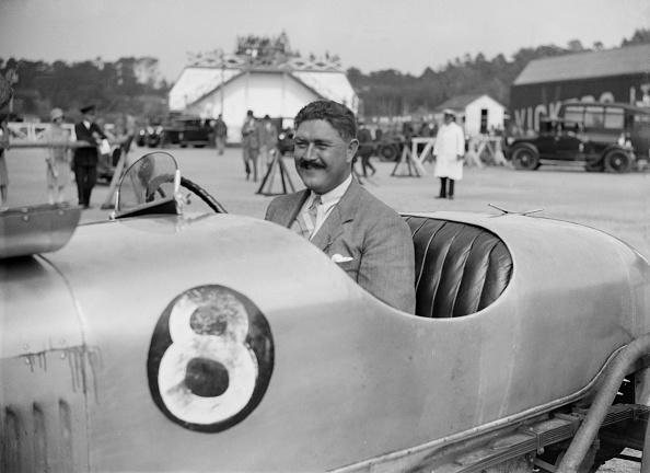 Motorsport「Tiny Scholefield with his Buick at a Surbiton Motor Club race meeting, Brooklands, Surrey, 1928」:写真・画像(9)[壁紙.com]