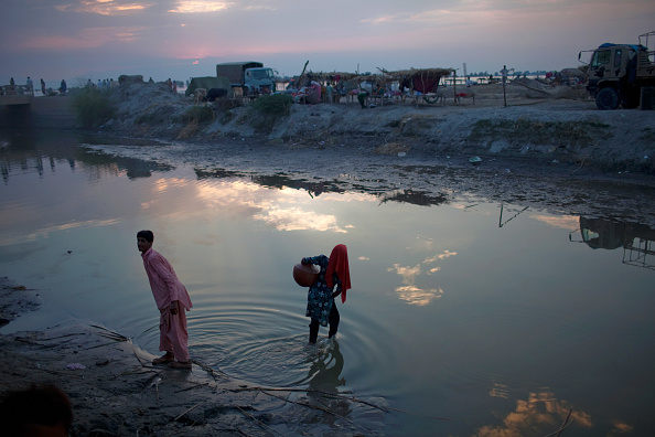 Pakistan「Further Towns In Pakistan Threatened By Flood Waters」:写真・画像(1)[壁紙.com]