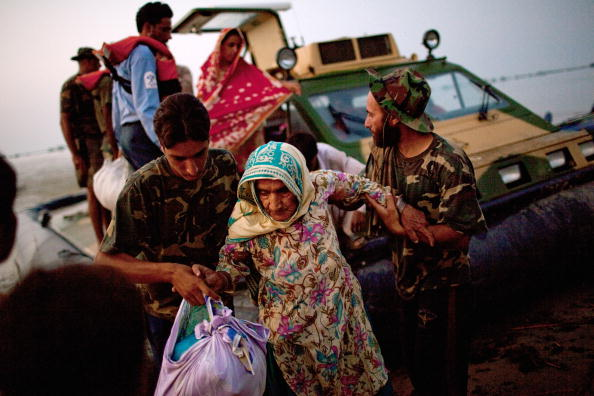 Pakistan「Further Towns In Pakistan Threatened By Flood Waters」:写真・画像(16)[壁紙.com]