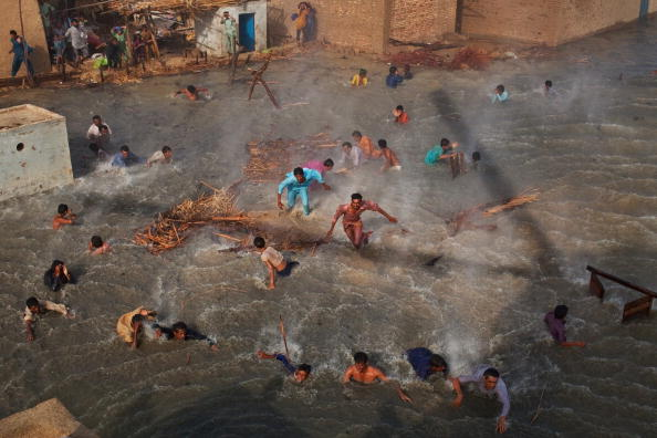 LegacyCollection「Further Towns In Pakistan Threatened By Flood Waters」:写真・画像(16)[壁紙.com]