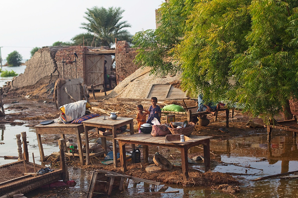 Waiting「Further Towns In Pakistan Threatened By Flood Waters」:写真・画像(17)[壁紙.com]