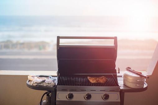 Barbecue Grill「Adult man preparing food on the BBQ.」:スマホ壁紙(0)