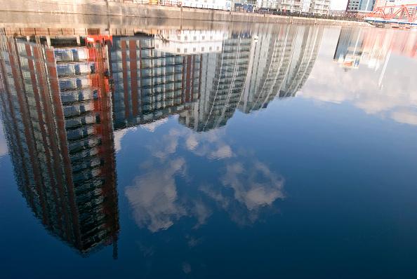 Salford Quays「Reflection of NV Apartments, Salford Quays, Manchester, UK」:写真・画像(13)[壁紙.com]