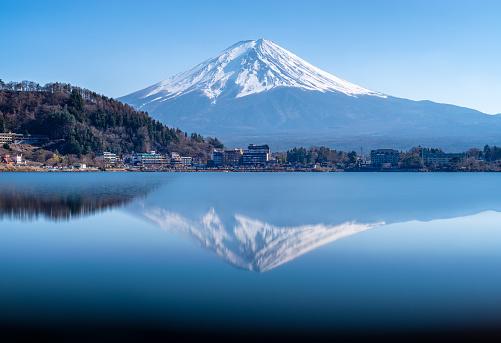 Lake Kawaguchiko「Reflection of Mt Fuji in lake Kwaguchi, Fujikawaguchiko, Minamitsuru District, Yamanashi prefecture, japan」:スマホ壁紙(6)