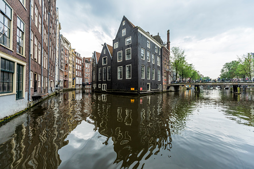 Amsterdam「Reflection of buildings in urban canal」:スマホ壁紙(19)