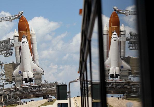 Space Shuttle Endeavor「NASA Prepares For Space Shuttle Endeavour's Launch」:写真・画像(14)[壁紙.com]