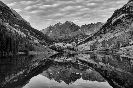 Aspen Tree「Reflection of Maroon Peak and North Maroon Peak in Maroon Lake at Maroon Bells Scenic Area」:スマホ壁紙(8)