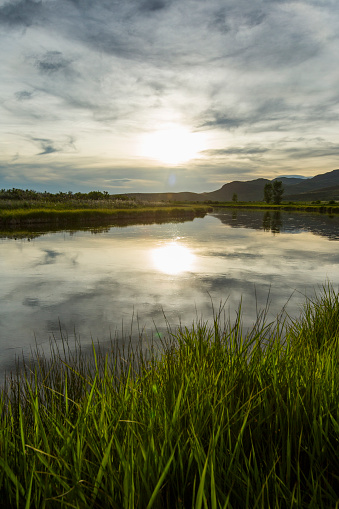 The Nature Conservancy「Reflection of sun in river at sunset」:スマホ壁紙(4)