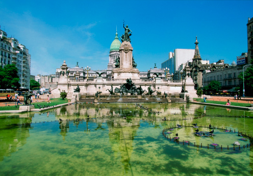 Buenos Aires「Reflection of a building in a fountain, Plaza del Congreso, Congress Square, Buenos Aires, Argentina」:スマホ壁紙(2)