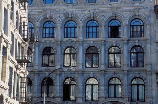 Fairy tale「Reflection in building windows」:スマホ壁紙(12)