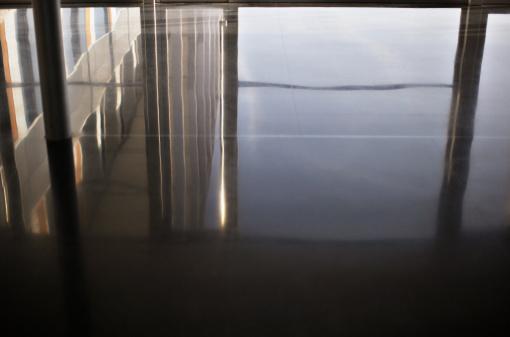 Slippery「Reflection in office floor」:スマホ壁紙(16)