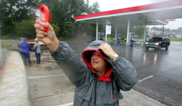 Preparation「Hurricane Dennis Approaches U.S. Gulf Coast」:写真・画像(18)[壁紙.com]