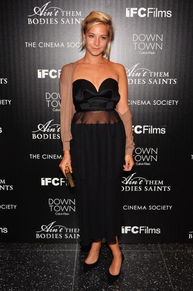 "Annabelle Dexter Jones「Downtown Calvin Klein With The Cinema Society Host A Screening Of IFC Films' ""Ain't Them Bodies Saints"" - Arrivals」:写真・画像(2)[壁紙.com]"
