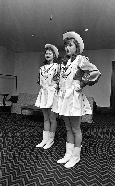 City Life「Laurie Selbitschka and Jennifer Cook Fort Worth Drill Team 1988」:写真・画像(19)[壁紙.com]