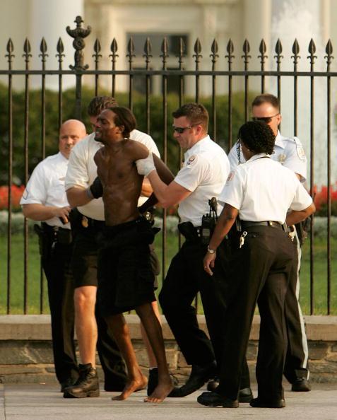 Joshua Roberts「President Bush Returns To The White House」:写真・画像(0)[壁紙.com]