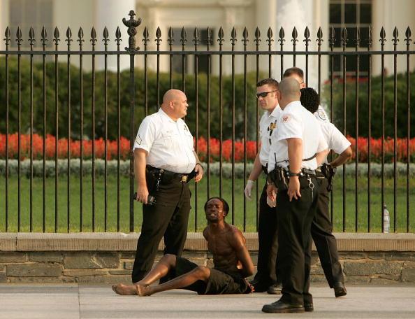 Joshua Roberts「President Bush Returns To The White House」:写真・画像(4)[壁紙.com]