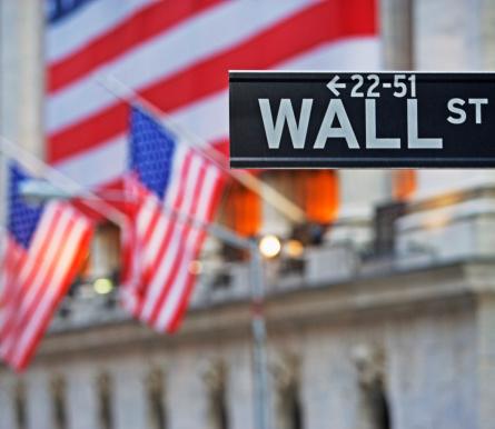 Wall Street - Lower Manhattan「Wall Street sign and American flags」:スマホ壁紙(11)