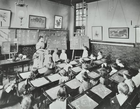 Instructor「Classroom Scene, Southfields Infants School, Wandsworth, London, 1907. Artist: Unknown.」:写真・画像(16)[壁紙.com]