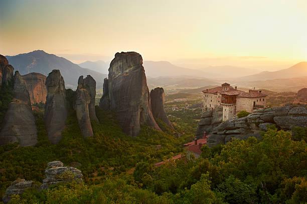 Greece, Thessaly, Meteora, Roussanou Monastery:スマホ壁紙(壁紙.com)