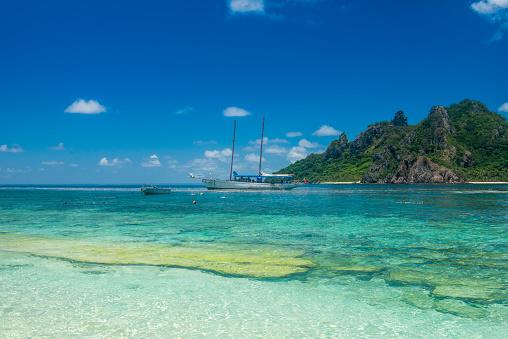 Mamanuca Islands「Fiji, Mamanuca islands, Monuriki, turquoise water and boat」:スマホ壁紙(4)