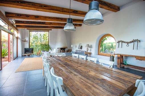 Ceiling「Elegant farmhouse dining room, living room in Barcelona」:スマホ壁紙(0)