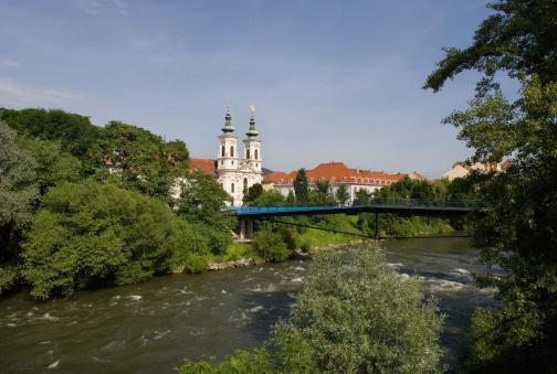 Graz「Austria, Styria, Graz, Mariahilf, View of bridge with pilgrimage church in background」:スマホ壁紙(13)
