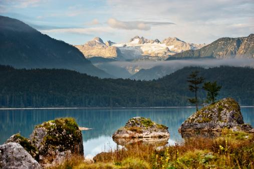 Dachstein Mountains「Austria, Styria, View of Lake Altaussee with Mount Dachstein」:スマホ壁紙(19)