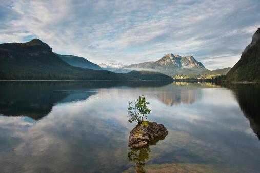 Dachstein Mountains「Austria, Styria, View of Lake Altaussee with Mount Dachstein」:スマホ壁紙(17)