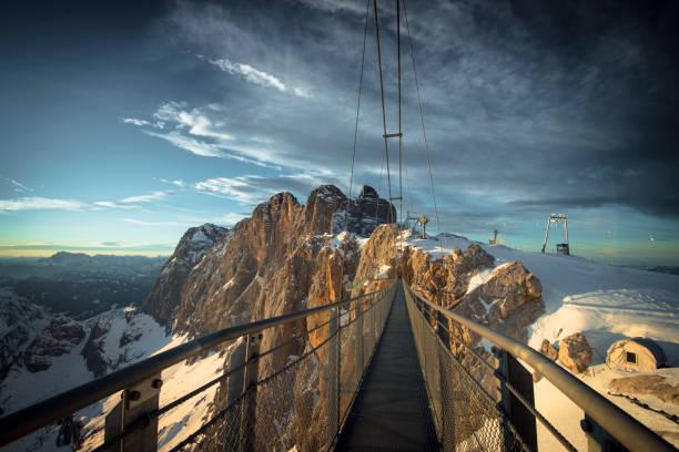 Austria, Styria, Schladming, swinging bridge at Dachstein:スマホ壁紙(壁紙.com)