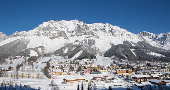 Health Spa「Austria, Styria, Liezen District, Ramsau am Dachstein, Dachstein massif in winter」:スマホ壁紙(9)