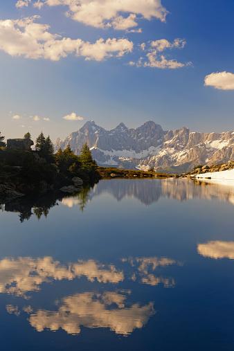 Dachstein Mountains「Austria, Styria, Liezen District, Tauern, View to Dachstein, Lake Spiegelsee」:スマホ壁紙(2)