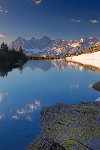 Dachstein Mountains「Austria, Styria, Liezen District, Tauern, View to Dachstein, Lake Spiegelsee」:スマホ壁紙(4)