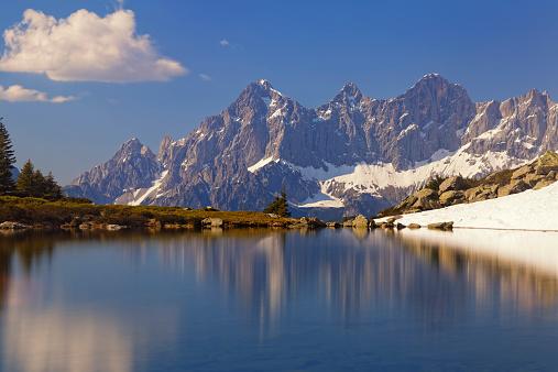 Dachstein Mountains「Austria, Styria, Liezen District, Tauern, View to Dachstein, Lake Spiegelsee」:スマホ壁紙(1)