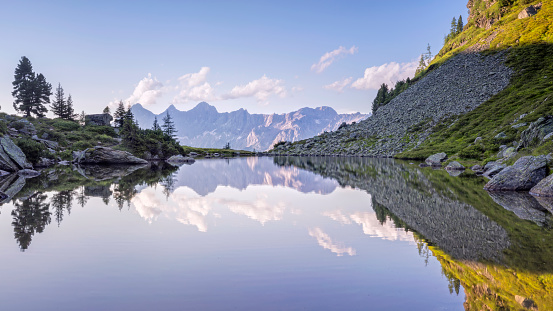 Dachstein Mountains「Austria, Styria, Liezen District, Tauern, View to Dachstein, Lake Spiegelsee」:スマホ壁紙(10)