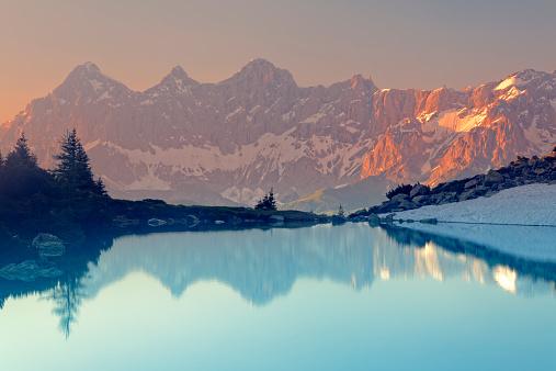 Dachstein Mountains「Austria, Styria, Liezen District, Tauern, View to Dachstein, Lake Spiegelsee in the evening」:スマホ壁紙(5)