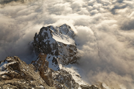 Dachstein Mountains「Austria, Styria, Dachstein Mountains, Mountain peak and clouds」:スマホ壁紙(17)