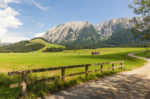 Dachstein Mountains「Austria, Styria, Styrian Salzkammergut, Grimming mountain」:スマホ壁紙(11)