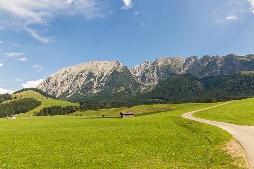 Dachstein Mountains「Austria, Styria, Styrian Salzkammergut, Grimming mountain」:スマホ壁紙(9)