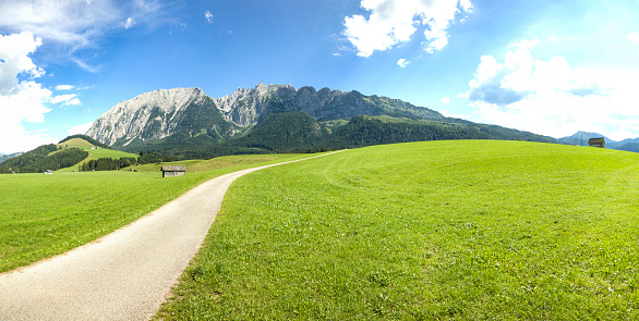 Dachstein Mountains「Austria, Styria, Styrian Salzkammergut, Grimming mountain, panoramic view」:スマホ壁紙(5)