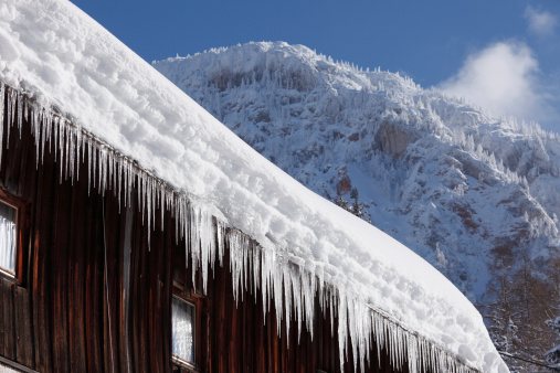 Salzkammergut「Austria, Styria, View of icicle on roof」:スマホ壁紙(7)