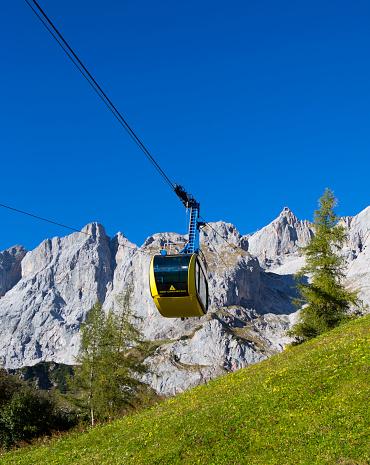 Salzkammergut「Austria, Styria, Salzkammergut, Dachstein massif, Dachstein glacier lift」:スマホ壁紙(1)