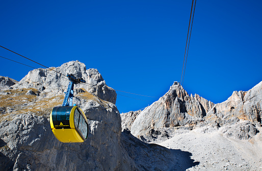 Dachstein Mountains「Austria, Styria, Salzkammergut, Dachstein massif, Dachstein glacier lift」:スマホ壁紙(2)